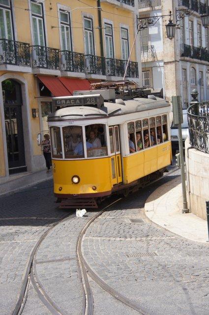 Знаменитый лиссабонский трамвай, маршрут 28