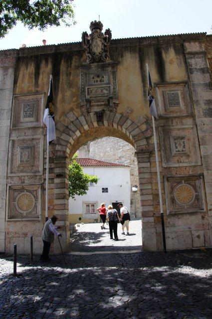 Вход в Крепость Сан-Жоржи, Лиссабон, Поругалия