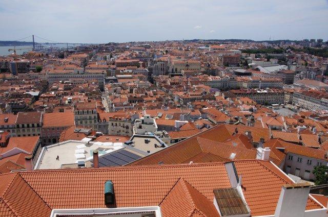 Вид на Лиссабон с Крепости Сан-Жоржи, Португалия