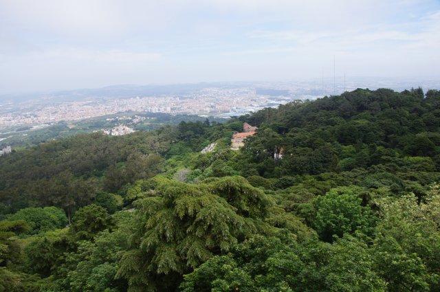 Вид из Замка Пена в Синтре, Португалия