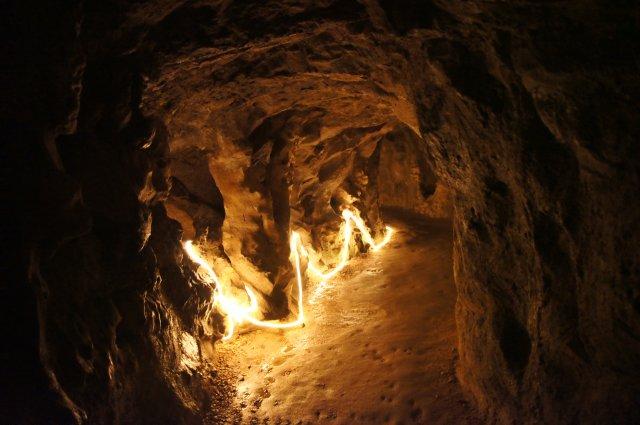 Подземный туннель колодца в Парке Кинта-да-Регалейра, Синтра, Португалия