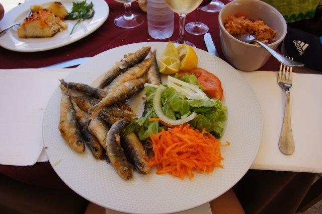 Блюдо из жареных сардин с овощами, Порту