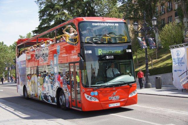 Туристический автобус в Мадриде, Испания