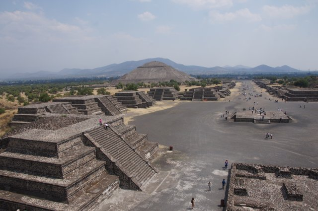 Теотиуакан, вид с пирамиды Луны, Мексика