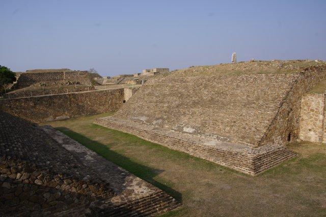 Площадка для ритуальной игры в мяч, Монте-Альбан, Мексика