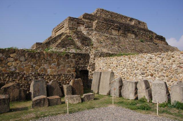 Танцующие фигуры, Древний город Монте-Альбан, Оахака, Мексика