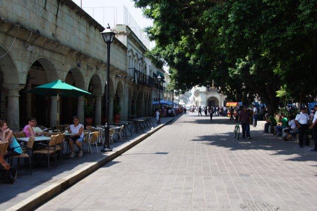 Кафе на площади Сокало в Оахаке, Мексика
