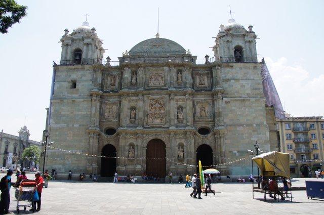 Кафедральный собор Оахаки на площади Сокало, Мексика