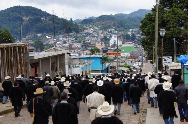 Местные жители деревни Чамула, Мексика