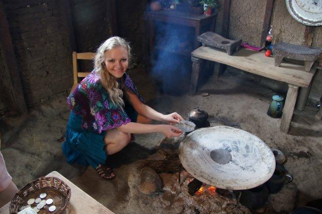 Приготовление кукурузных лепешек, Чамула, Мексика
