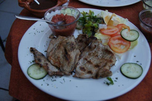 Мексиканское блюдо, ресторан на площади, Мерида, Мексика