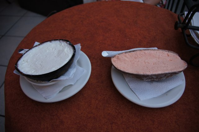 Мороженое в скорлупе, ресторан на площади, Мерида, Мексика