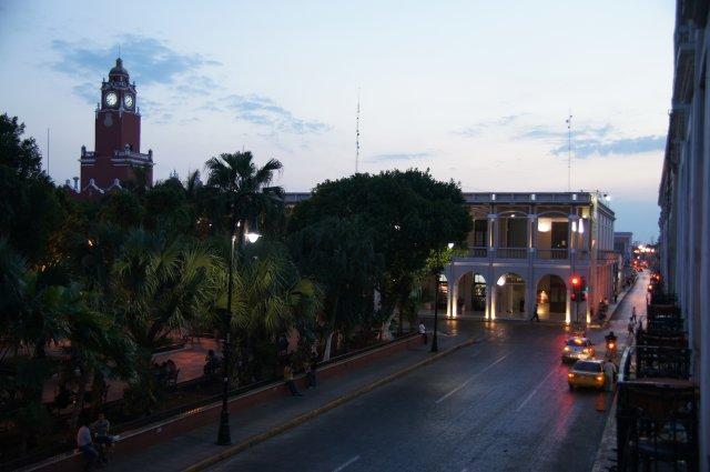 Вид на площадь из ресторана, Мерида, Мексика