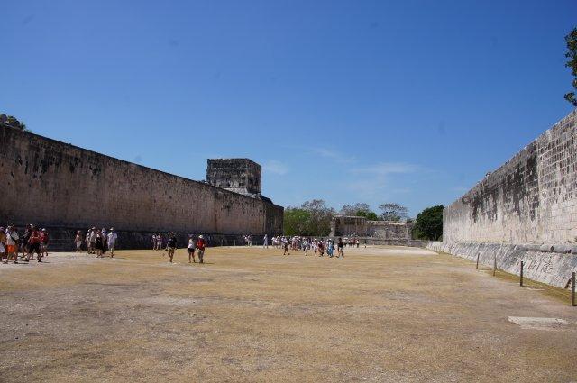 Площадка для игры в мяч, Чичен-Ица, Мексика