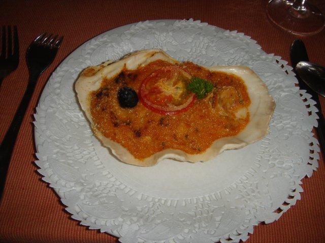 Блюдо из морепродуктов в ракушке, ресторан Le Chamarel, Маврикий