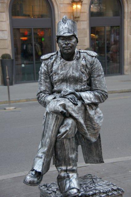 Живая статуя на улице Рамбла, Барселона, Испания
