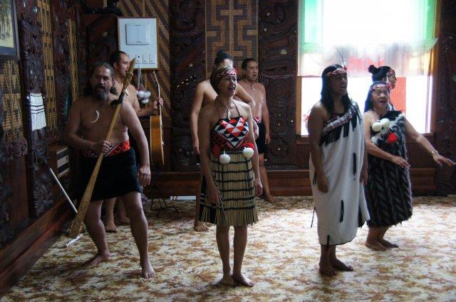 Песни и танцы в деревне маори, Роторуа, Новая Зеландия