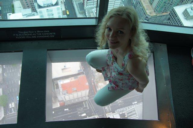 Коридор с прозрачным дном, башня Sky Tower, Окленд