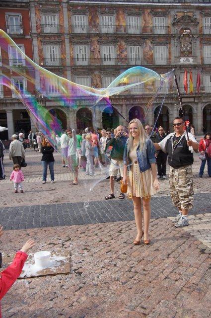 Запуск гигантского мыльного пузыря, Пласа Майор, Мадрид, Испания