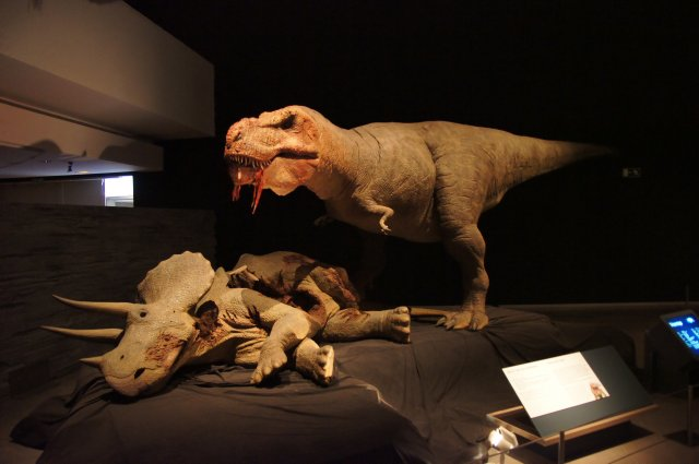 Двигающиеся динозавры в Парке Наук, Гранада, Испания