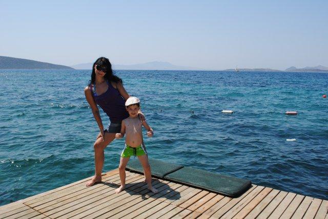 Справа видно Грецию