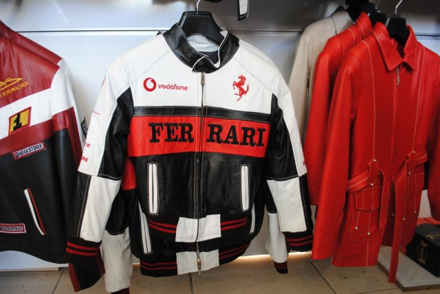 Куртка Феррари - мечта юного автолюбителя