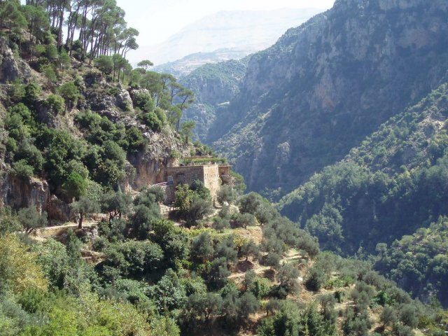 Монастырь Qannoubine в Святой Долине, Ливан