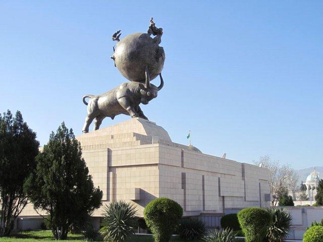 Памятник жертвам землетрясения в Ашхабаде, Туркменистан