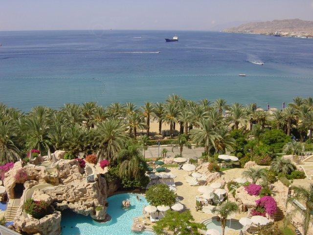 Красное море из номера отеля Dan, Эйлат, Израиль