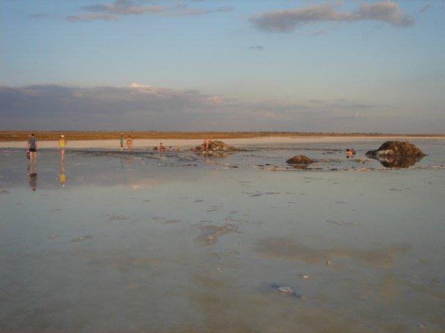 Соляные ванны на озере Эльтон, Россия