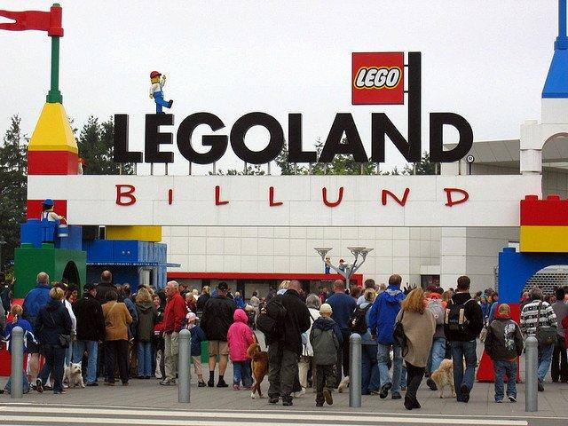 Вход в тематический парк Леголэнд в Биллунде, Дания