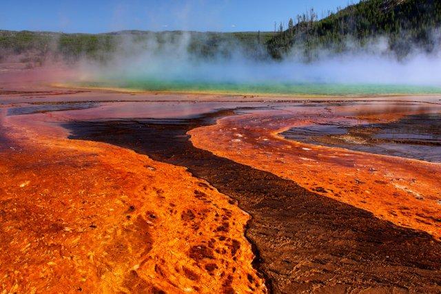 Большой призматический источник в Йеллоустоунском национальном парке США