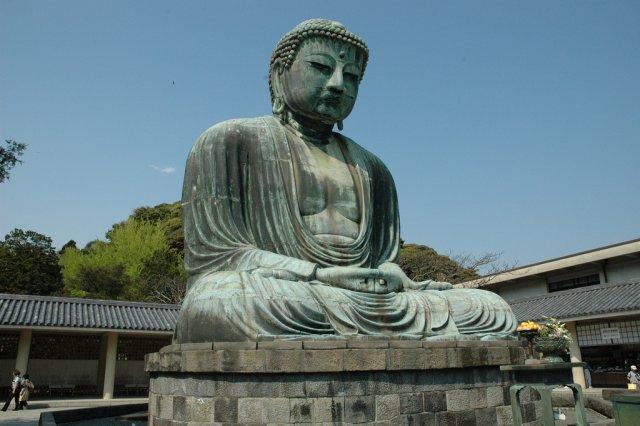 Статуя Великого Будды на территории храма Котокуин, Камакура, Япония