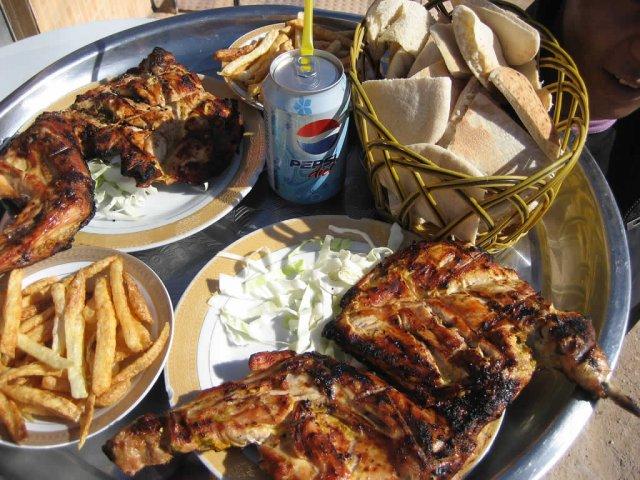 Обед в кафе на трассе, Ливия