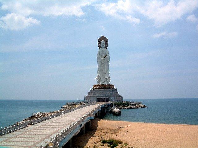 Статуя богини Гуаньинь в Санья, Китай