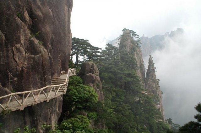 Горы Хуаншань в Китае