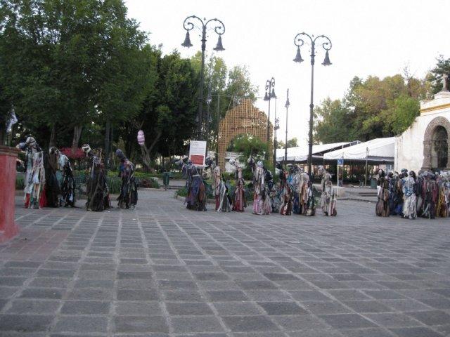 Площадь возле церкви в Мехико