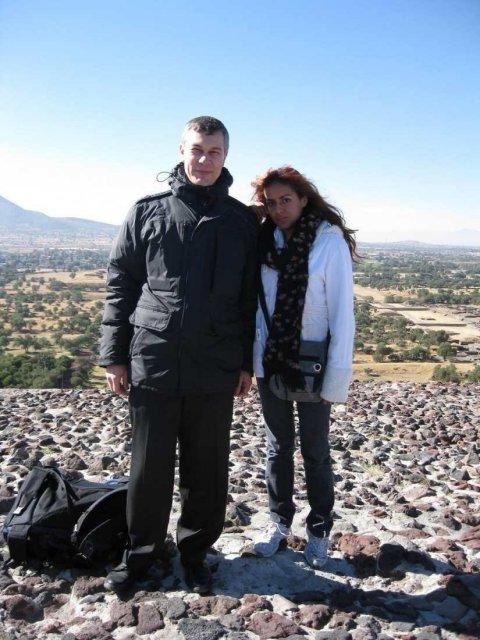 На пирамиде Солнца с местной студенткой, Мексика