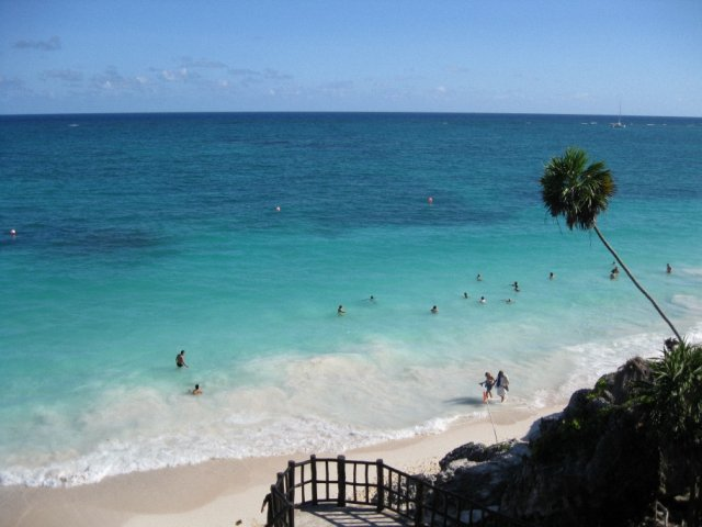 Красивый пляж в районе Тулума, Мексика