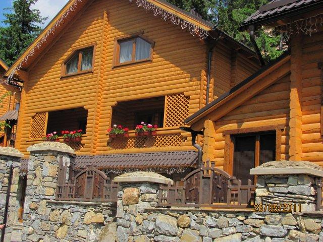 Деревянные домики в Карпатах, Украина