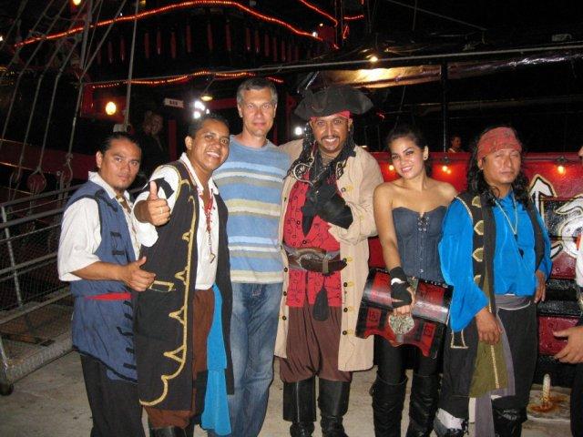 "На пиратском шоу ""Капиитан Хук"", Мексика"