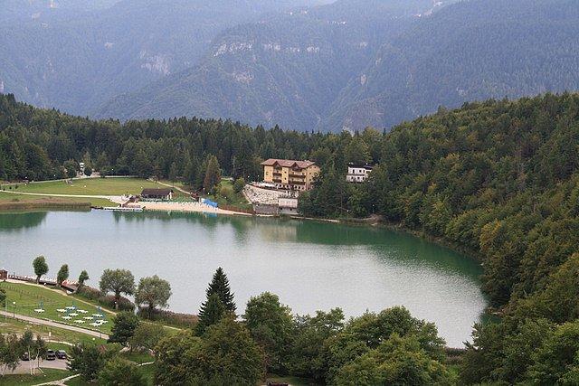 Озеро Лавароне, регион Трентино – Альто-Адидже, Италия