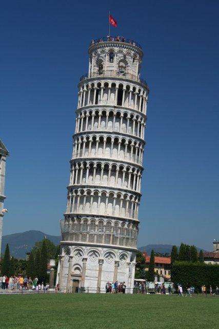 Пизанская башня в городе Пиза, Италия