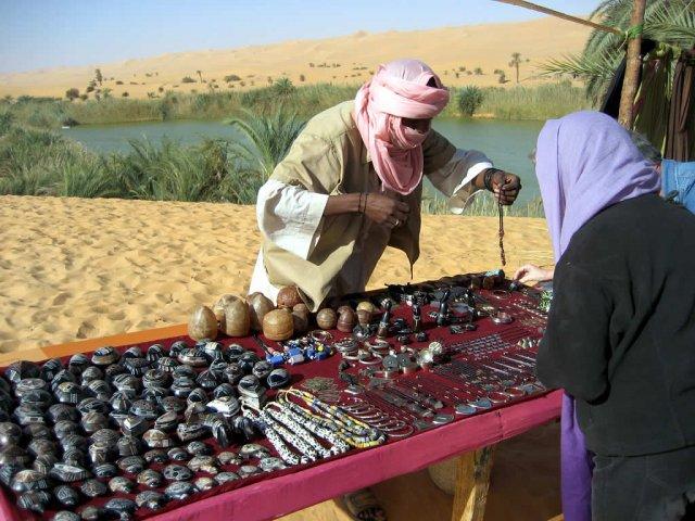 Сувениры в оазисе Ливийской пустыни