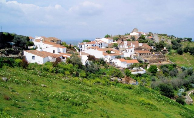 Монсарас, Португалия