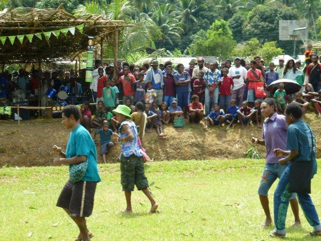 Хоть фестиваль и не начался в первый день,люди были счастливы просто потанцевать