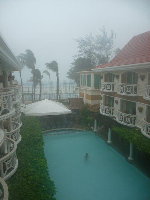 Вид из номера отеля Mandarin Borakay 4*, циклон