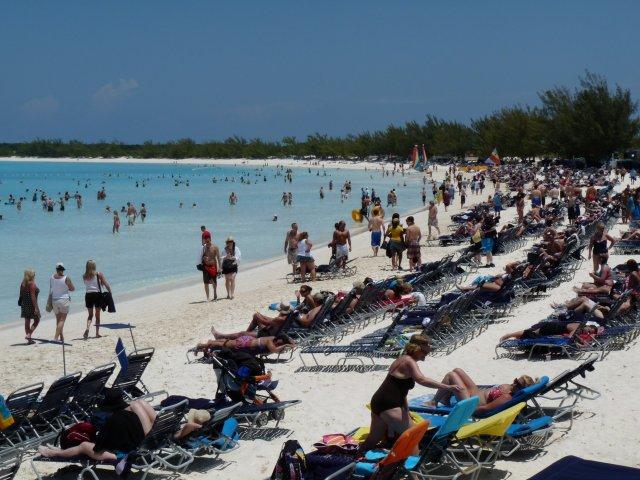 пляж острова Half Moon Cay, Багамы