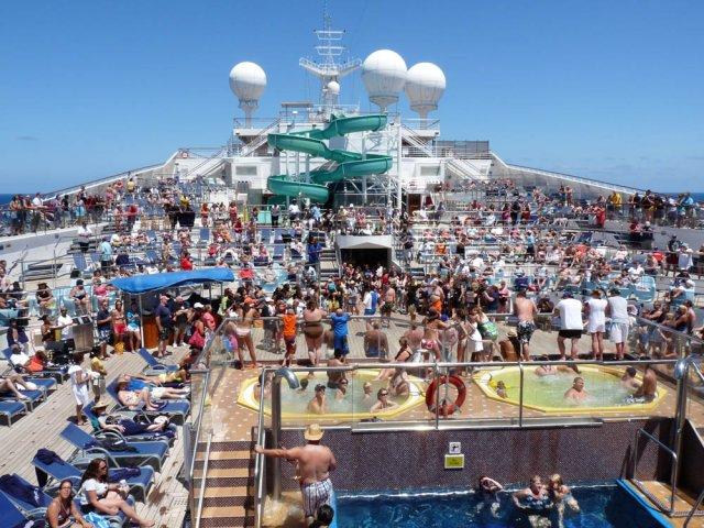 Круизный лайнер Carnival Glory