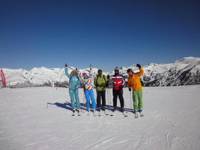 Компания горнолыжников, Андорра